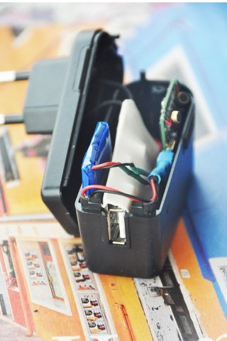 Зарядка для смартфона со встроенным GSM-жучком